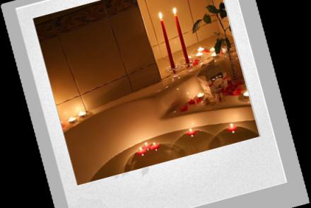 Еще один популярный стиль украшения комнаты для новобрачных — шары!